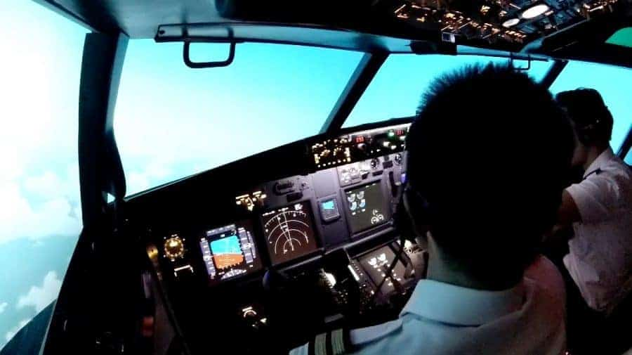 boeing 737ng flight deck - courage, precision, leadership