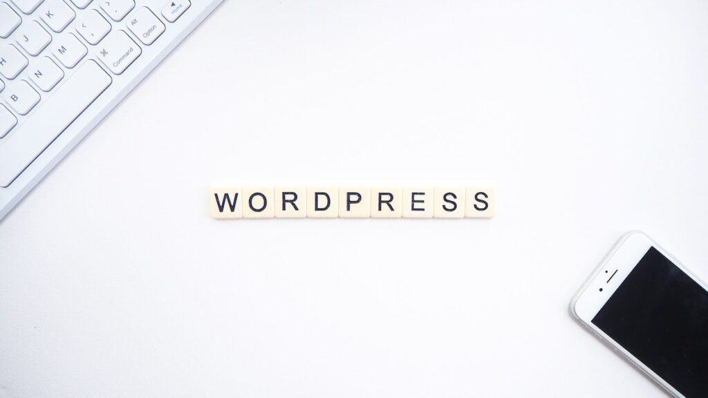 wordpress, smartphone and keyboard